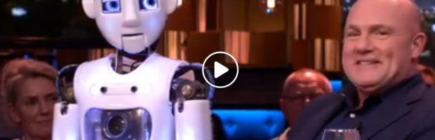 humanoid George bij Jeroen Pauw 2018