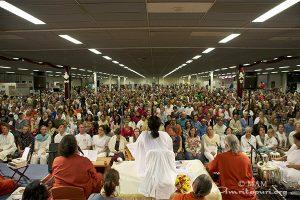 Duizenden bezoekers voor Amma